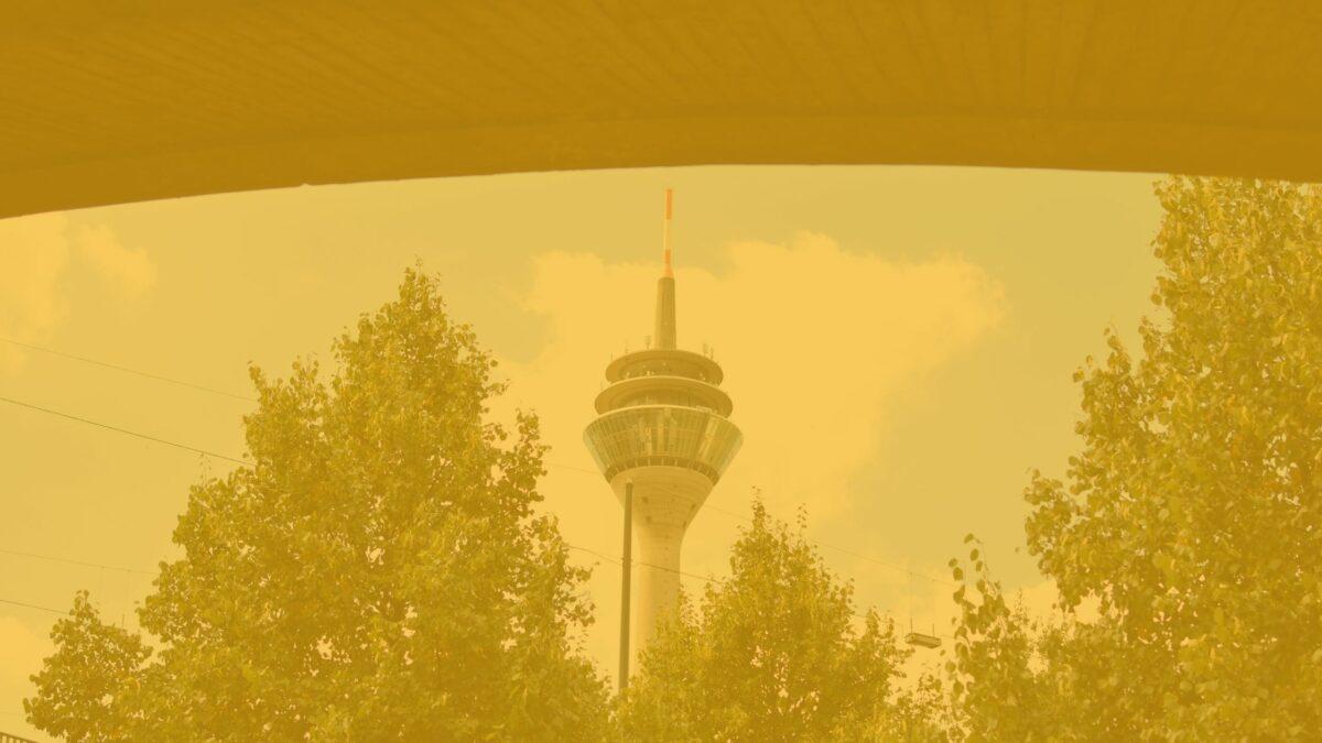 Das Bild zeigt einen Fernsehturm, um eine Form der Übertragung von Wissenschaftskommunikation zu zeigen.